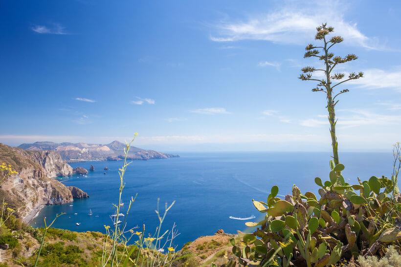 Vista sull'isola di Vulcano dal Belvedere Quattrocchi a Lipari