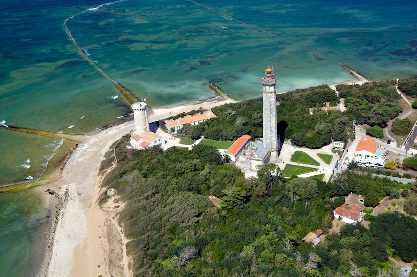 Vue sur l'île de Ré et le phare des baleines
