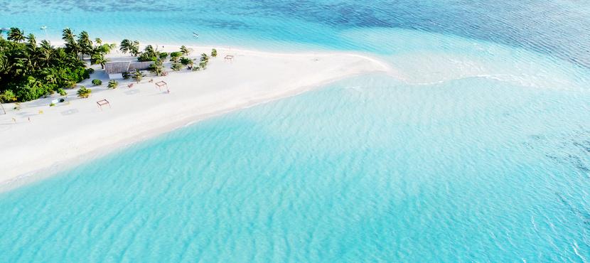 plage vue du ciel aux Maldives
