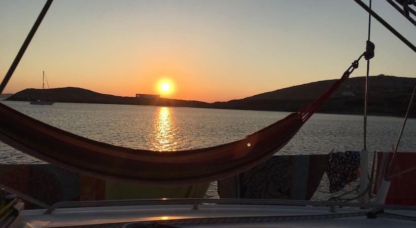 Admirer le coucher du soleil depuis son bateau