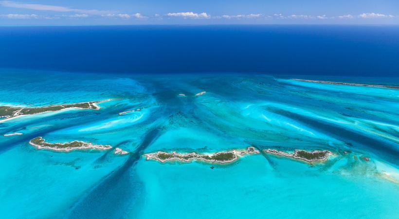 Vue aérienne de l'archipel des îles d'Exuma
