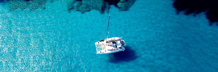 Catamarano visto dall`alto