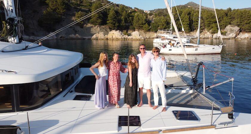 Photo de la famille de Laurent et de leur Lagoon 52