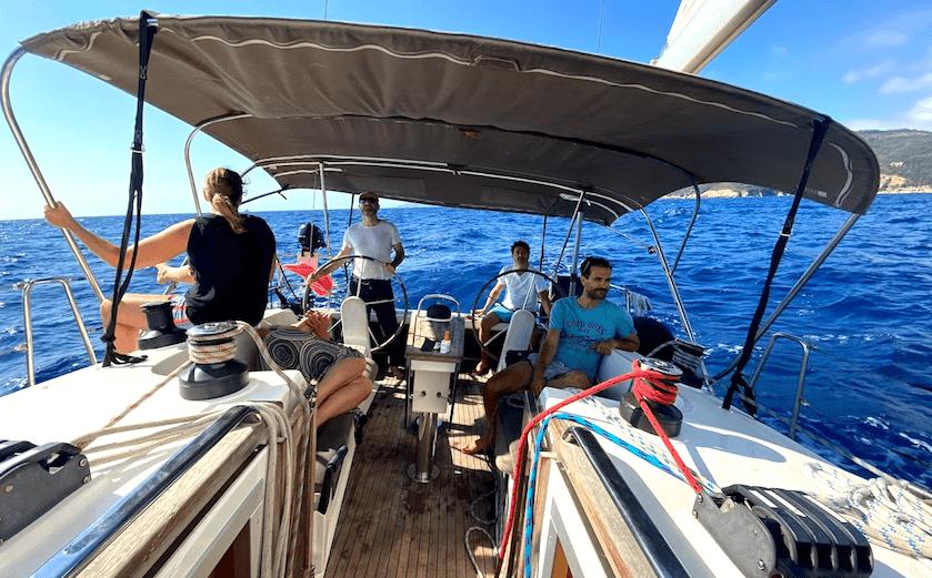 Yannick et son équipage sur un Bavaria Cruiser 41