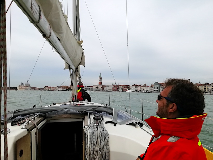 Vista della città di Venezia in lontananza