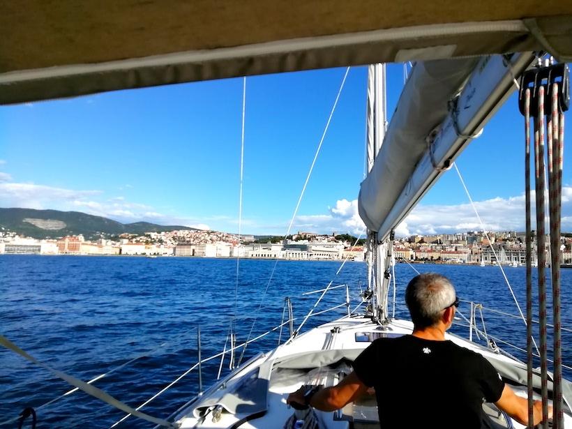 Navigando verso la città di Trieste