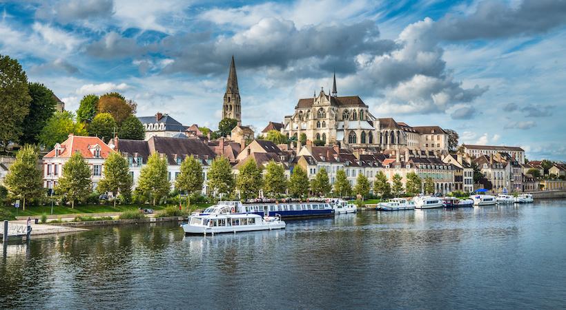 Vue panoramique de la ville d'Auxerre
