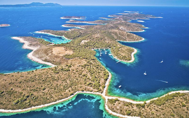 Île de Palmizana, avec sa petite marina et ses très nombreuses criques
