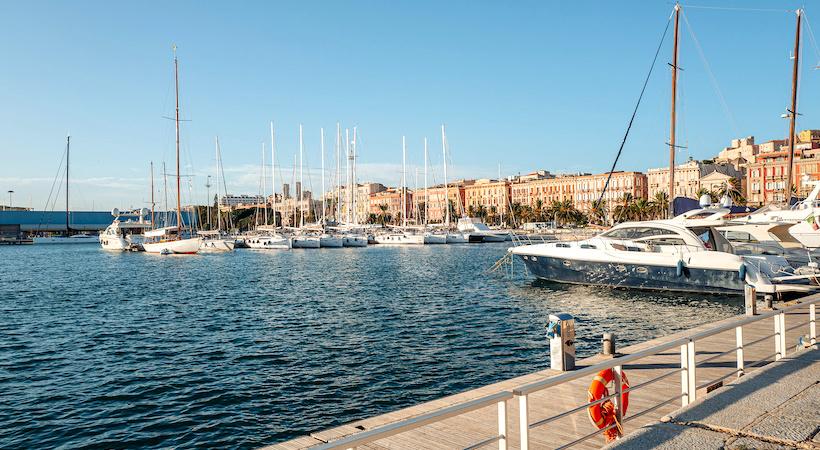 Port de Cagliari au lever du soleil