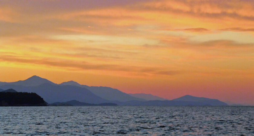coucher de soleil dans la baie de Sunj