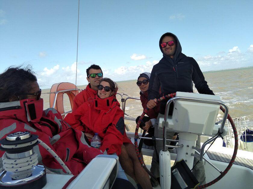 Adrien et son équipage sur un Océanis 34