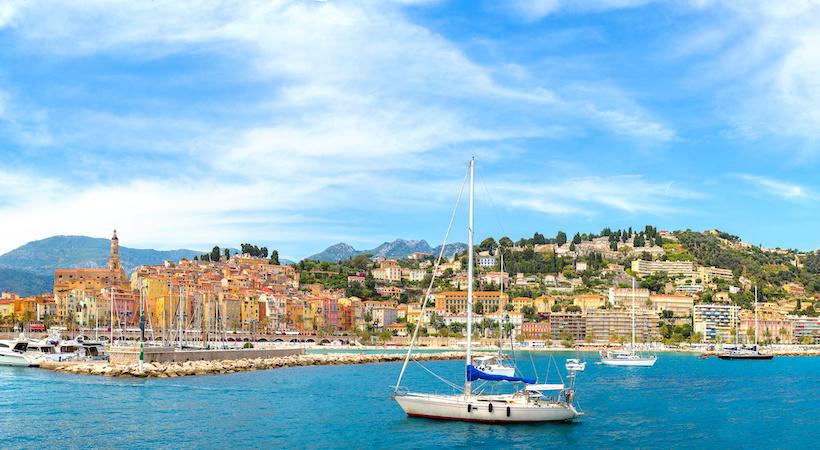 Découvrir la Corniche d'Or en voilier
