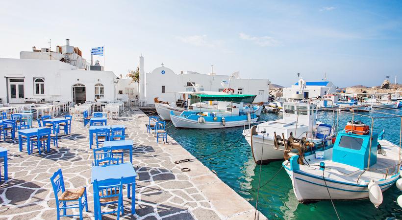 Taverne les pieds dans l'eau à Naoussa sur l'île de Paros