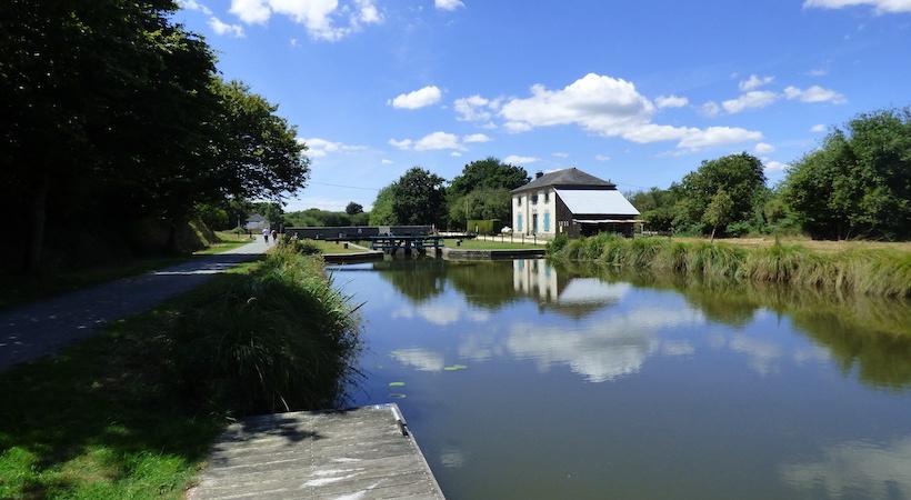 Maison du Canal dans le village de Hédé