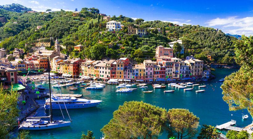 Barche con veduta su Portofino