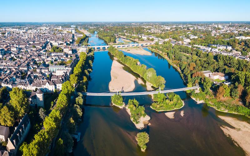 Vue aérienne de Tours et de la Loire